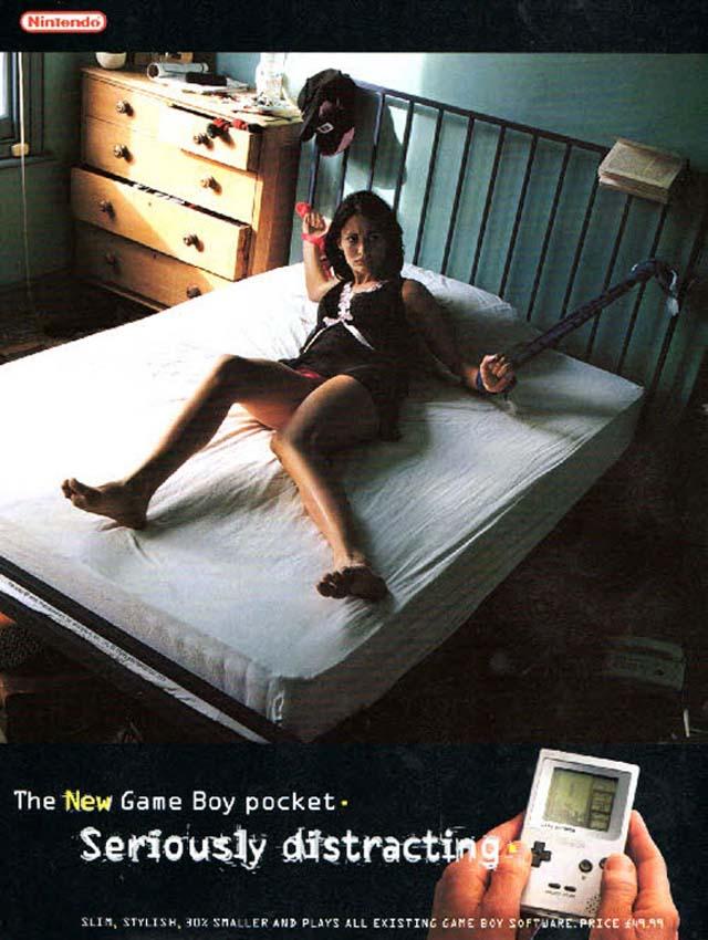 mujer atada a la cama
