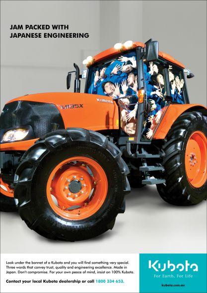 Tractor lleno de ingenieros